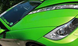BMW E90 grün glänzend mit Stickerbomb