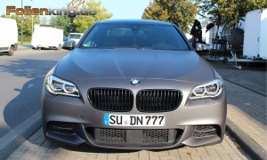 "BMW 550D: Vollfolierung in ""grau matt metallik"""