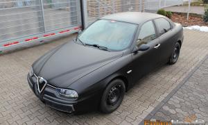 "Alfa Romeo 156: Vollfolierung in ""schwarz matt"""