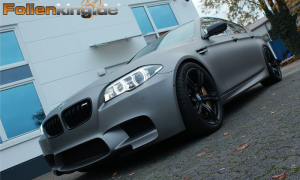 "BMW M5: Vollfolierung in ""aluminium grau matt metallik"""
