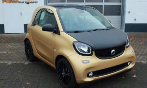 "Smart 453: Vollfolierung in ""gold matt metallik"""