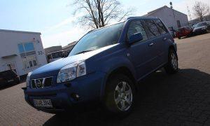 """Nissan X-Trail: Vollfolierung in """"razor blue matt metallik"""""""