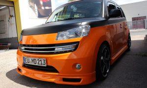 Daihatsu Materia bright orange und Digitaldruck
