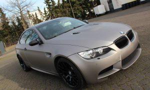 "BMW M3: Vollfolierung in ""aluminium grau matt metallik"""