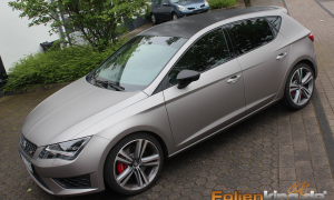 "Seat Leon: Vollfolierung in ""aluminium grau metallik"""
